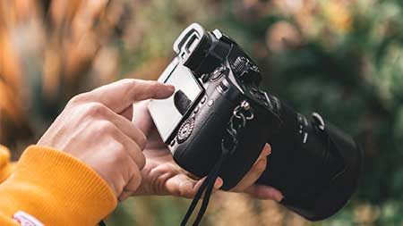 What makes a good digital camera and which should I buy